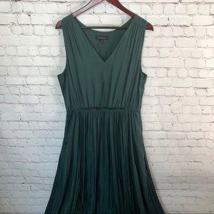 BANANA REPUBLIC Green Dress Pleated Details Size14